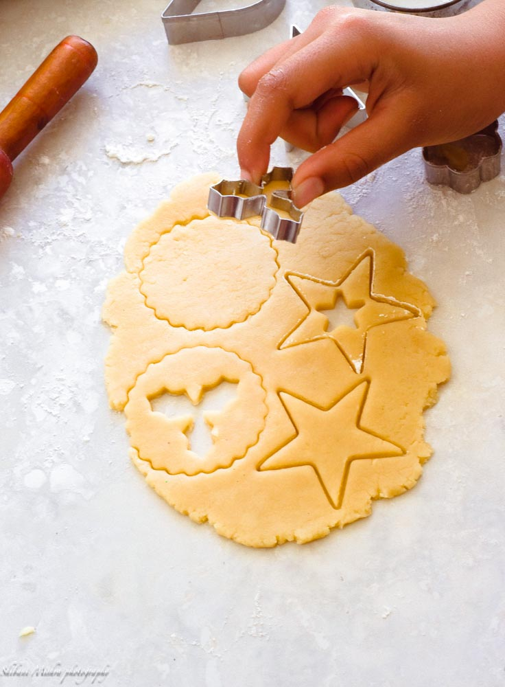 linzer ccokies loaded with jam and dusted with powdered sugar. Must-bake for holidays!