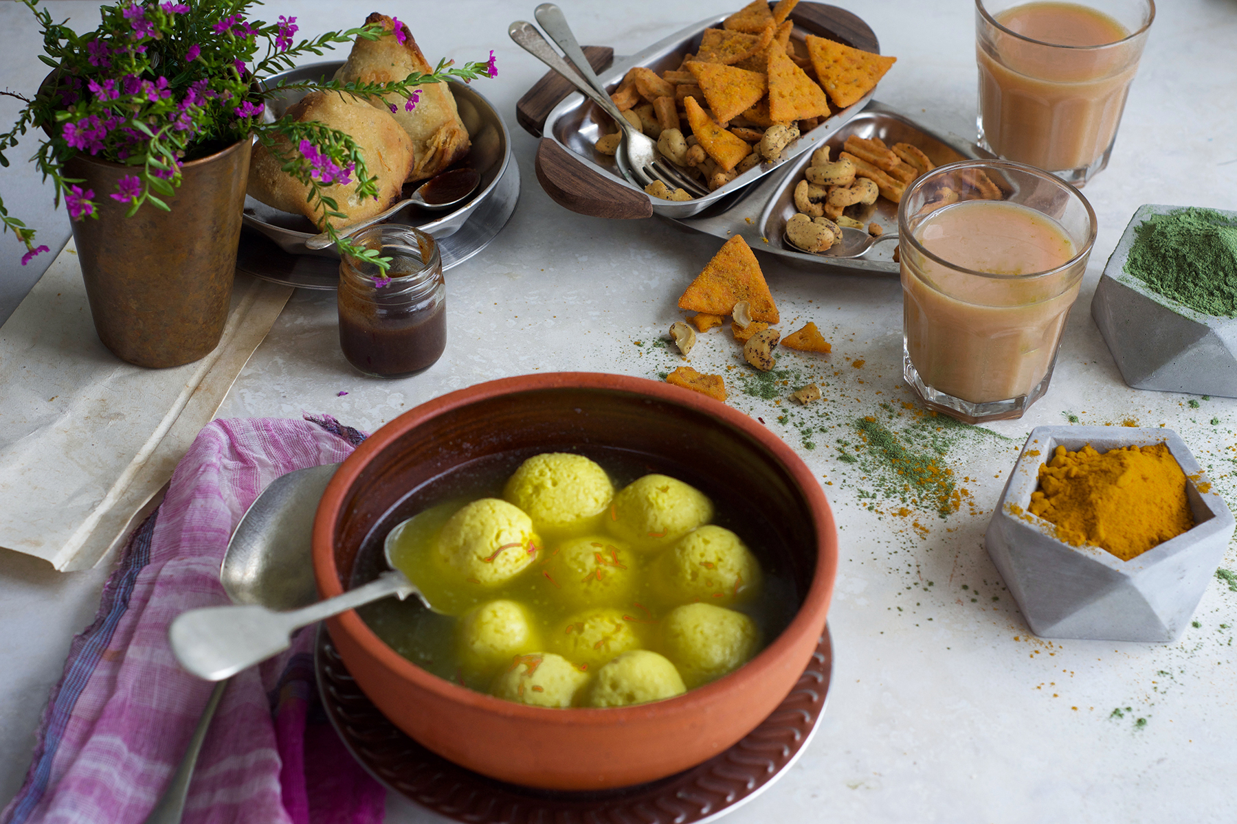 The unique flavour of saffron adds that delicateness to this gorgeous cheese balls. Rasgulla needs no introduction to eastern part of India.