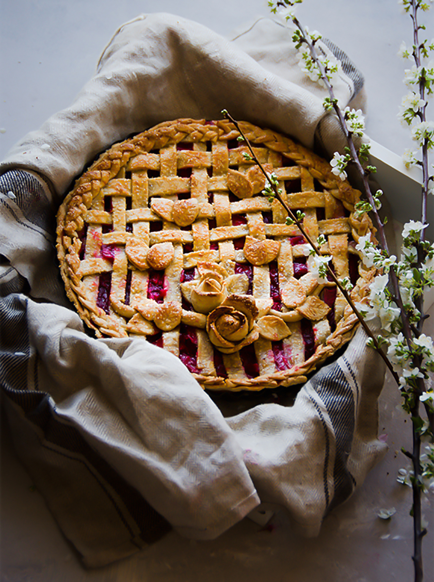 strawberry rhubarb lattice pie, This strawberry rhubarb lattice pie is a fail proof pastry crust recipe from Donna hay with almond meal  definitely makes this recipe a must try.