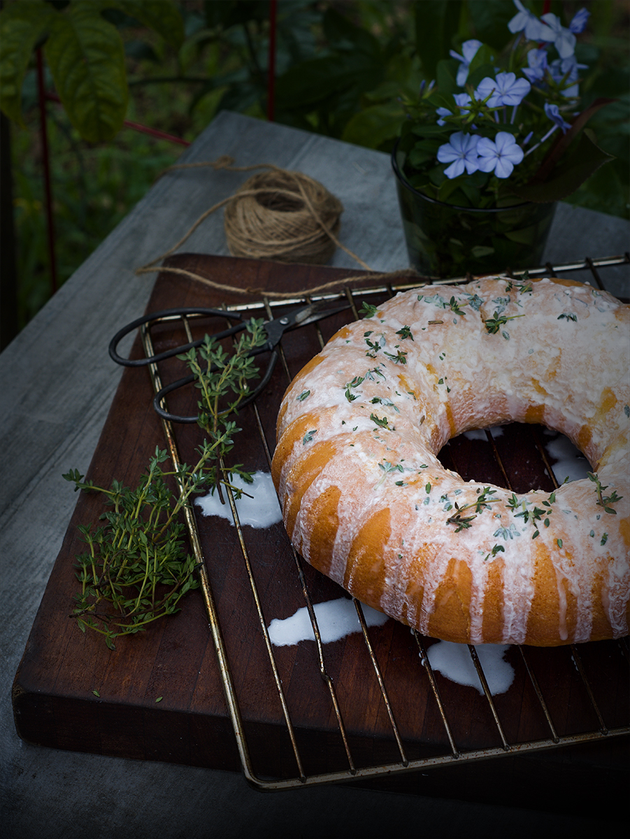 looking for a summery, light, refreshing and a moist cake with lime, thyme and sour cream, then try this lime sour-cream cake from Donna Hay magazine.